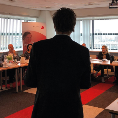 Janthony Wielink die een training geeft over Risicomanagement: verzuim in de praktijk